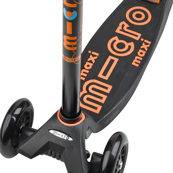 maxi micro deluxe scooter black micro scooters uk. Black Bedroom Furniture Sets. Home Design Ideas