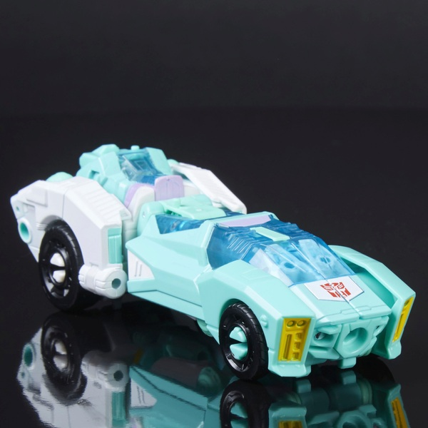 Autobot Moonracer - Transformers Generations Power of the Primes Deluxe Cla