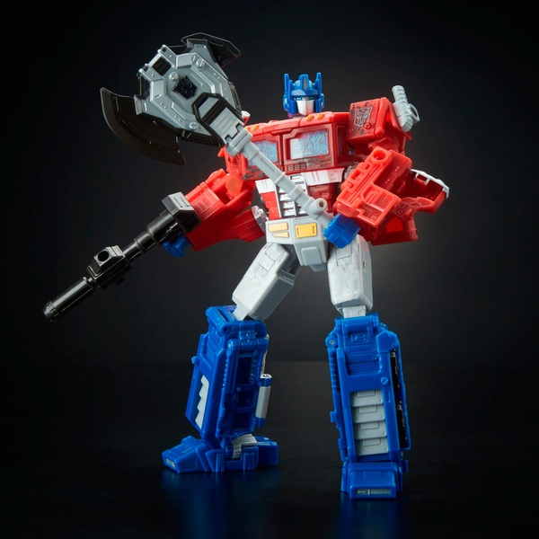 Optimus Prime - Transformers Generations War for Cybertron: Siege Voyager Class Figure