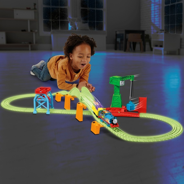 Thomas and Friends TrackMaster Hyper Glow Night Delivery Playset