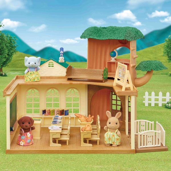 Sylvanian Families Country Tree School Gift Set