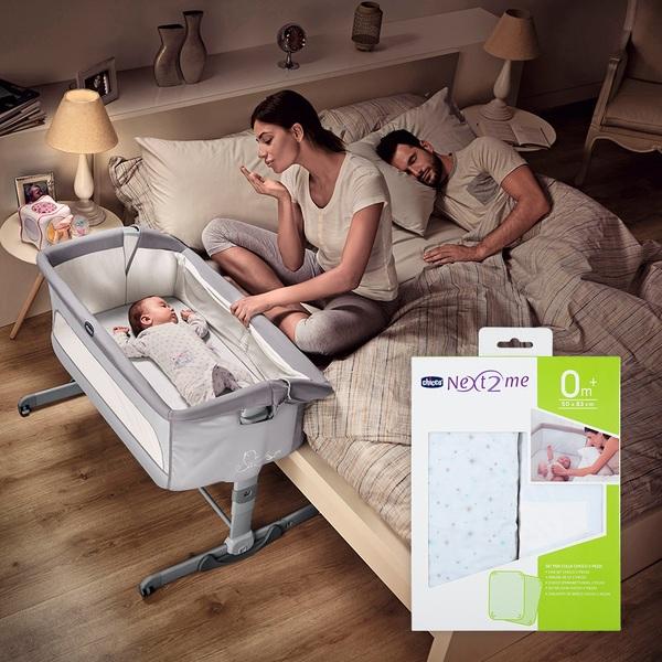 Chicco Next 2 Me Dream Graphite Side Sleeping Crib & Crib Sheet Bundle