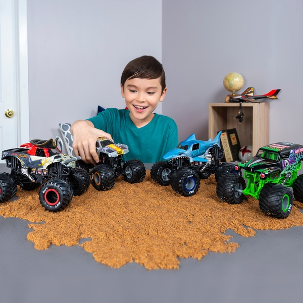 Monster Jam 1:24 Collector Die-Cast Trucks