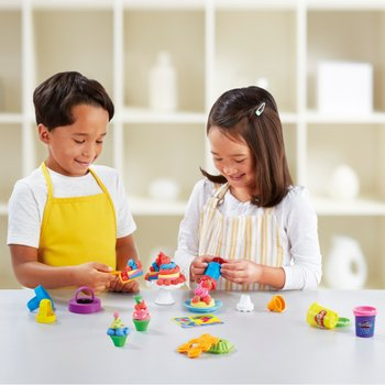 Play-Doh Kitchen Creations Frost 'n Fun Cakes Set