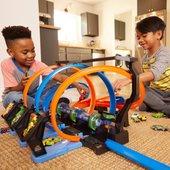 hot wheels corkscrew crash track set hot wheels playsets uk. Black Bedroom Furniture Sets. Home Design Ideas