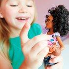 Barbie - Skipper Babysitters Inc.: Puppen und Töpfchen-Training Spielset, schwarzhaarig